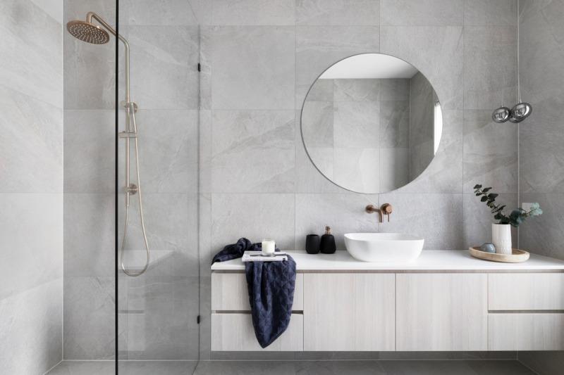 kamar mandi warna natural